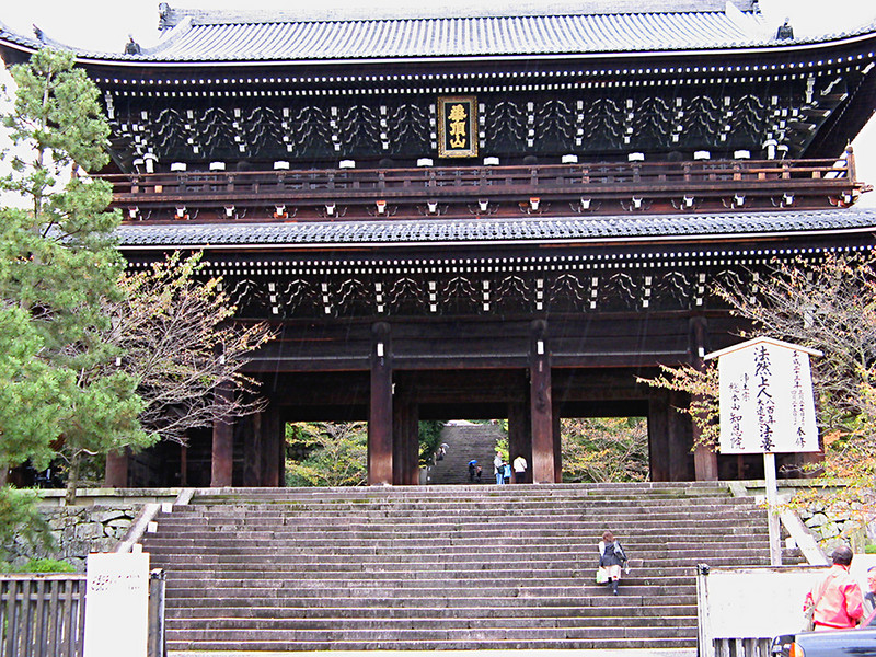 The colossal San-mon Gate was built in 1619 and is the largest surviving structure of its kind in Japan