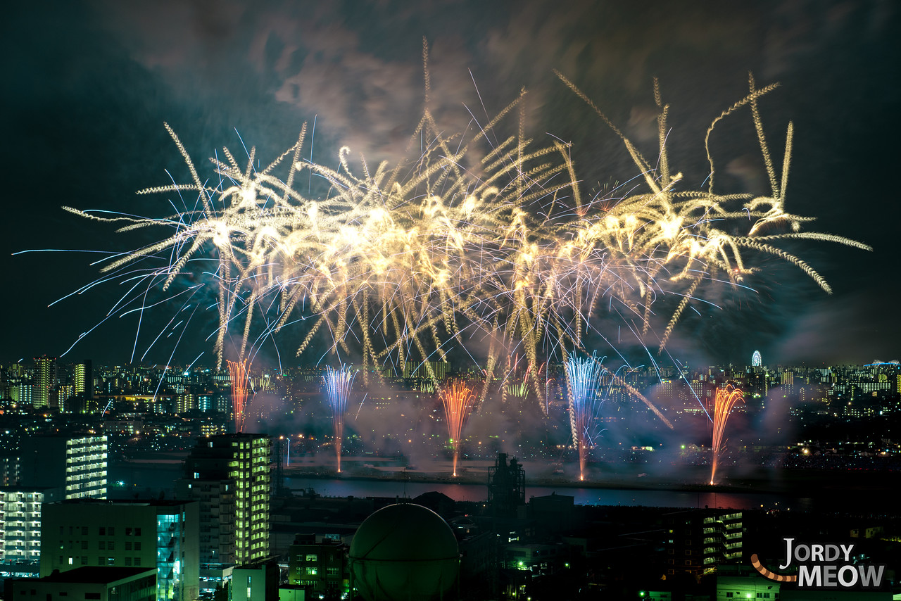Fantastic fireworks at Edogawa River.