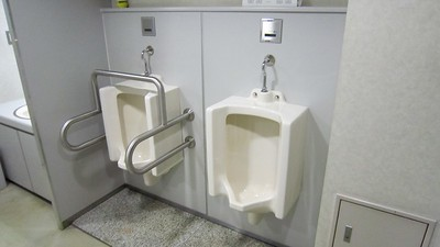 Urinal with a heavy duty face mask