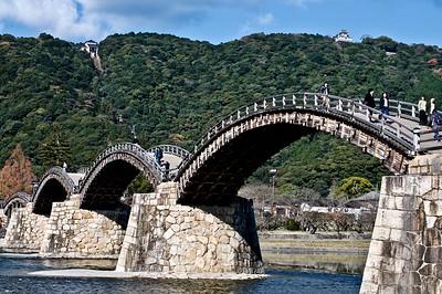 Kintaikyo 錦帯橋 was built in 1673