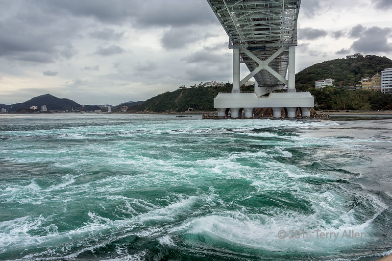 Naruto-bridge-and-whirlpool