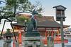 Fox-(Kitusne)-statue-in-front-of-Gai-haiden-(outer-hall-of-worship),-Fushimi-Inari-taisha,-Kyoto,-Japan