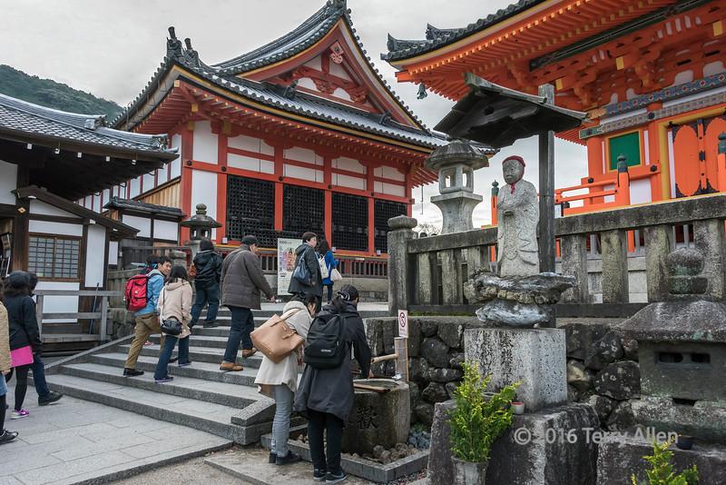 Ritual purification tsukubai next to Pagoda at right, Kiyomizudera, Kyoto, Japan