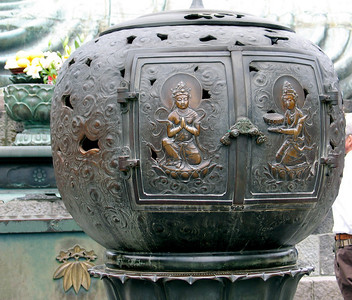 Censer (incense burner) at the Great Buddha in Kamakura