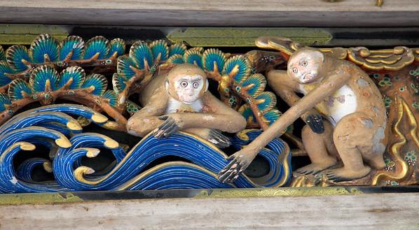 Sansaru Panel on the Shinkyo (Sacred Horse Stable). Married monkeys, like is like a tidal wave.
