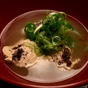 Served with scallions and black 7 spices blend (黒七味)