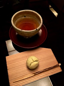 Welcoming tea (明日葉茶) and sweets made of red beans