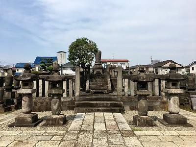Tomb of Yanagihara Naruko 柳原愛子, Yutenji