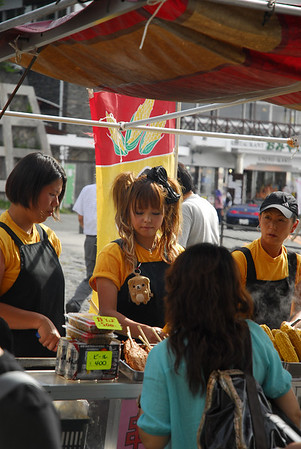 No matter where you go, the girls still can't help but getting all dolled up... even to sell grilled corn at the 5th station of Mt. Fuji!