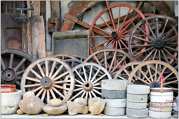 The wagon wheels and grinding bowls