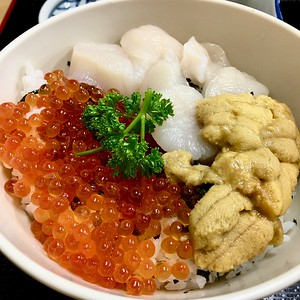 Fresh seafood lunch at Auga Fish Market, Aomori