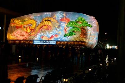 The festival continues despite the rain