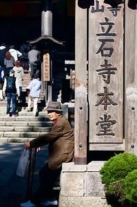 Many elderly with walking sticks climbed the mountain