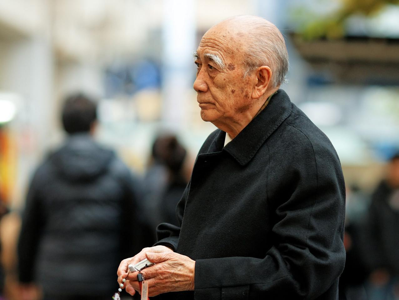 IMAGE: http://photo.mellbin.com/Japan/Tokyo-Street-Portraits-Daytime/IMG9059Dx2raw/803415029_u5bbk-X2.jpg