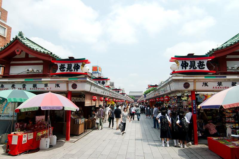 Nakamise-dōri, the shopping street approaching the Sensō-ji temple