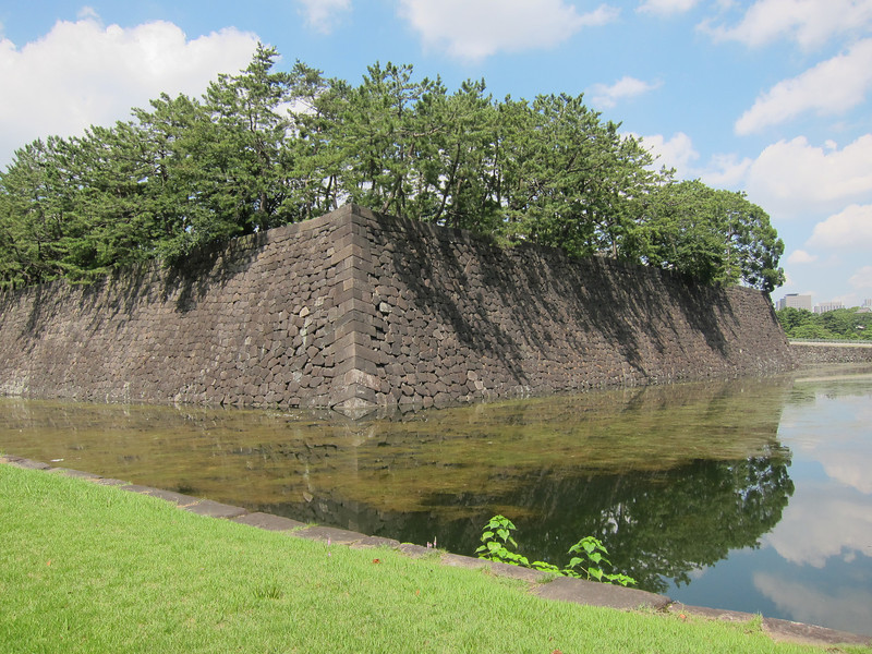 Wall, moat and sludge. No invading allowed.