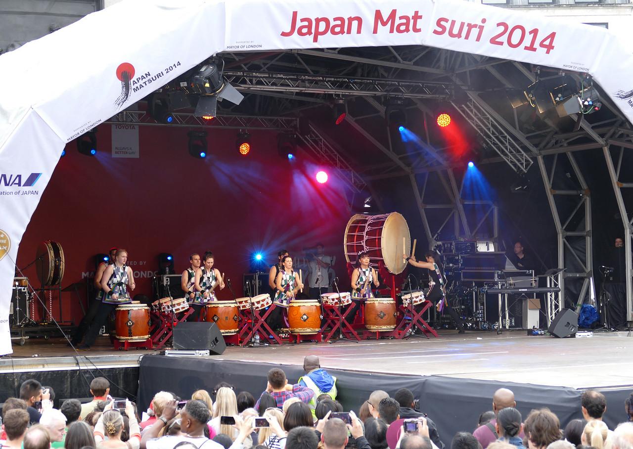 Loud drum music players