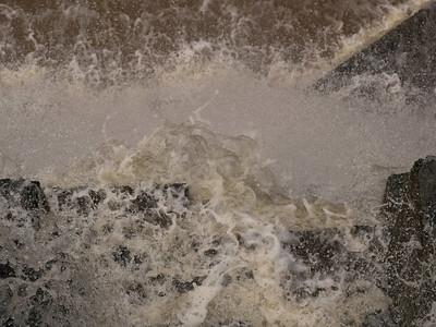 Dam overflow, 6 Jan 2016