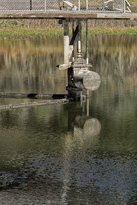 An old mechanism on the dam, with reflection