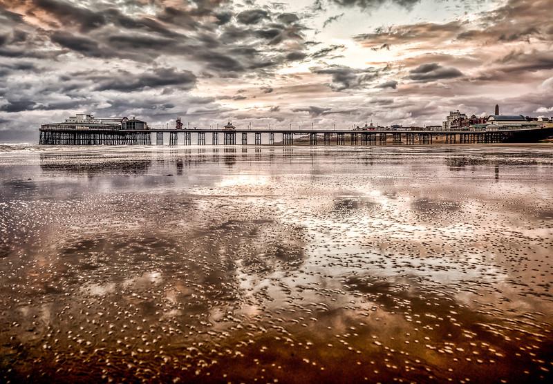 Blackpool_North_Pier_at_Sunset_001