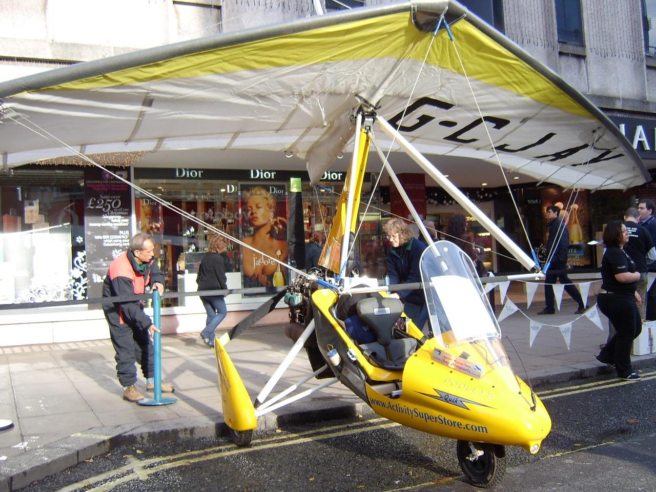 Kay & Jay Setting Up Oxford Street Xmas 2006