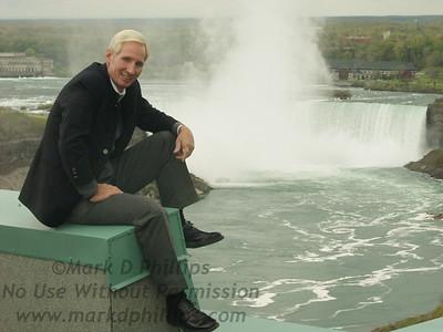 Jay Cochrane at press conference atop the Hilton Hotel in Niagara Falls, Canada, in 2002.