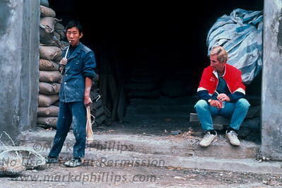 The Great China Skywalk took place in Qutang Gorge above the Yangtze River near Fengjie, China, on October 28, 1995. Taking a break.