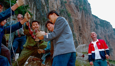 The Great China Skywalk took place in Qutang Gorge above the Yangtze River near Fengjie, China, on October 28, 1995. Workcrew adjust guid line on the bank of the Yangtze River