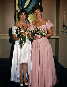Donna with maid of honor, her sister Shirley