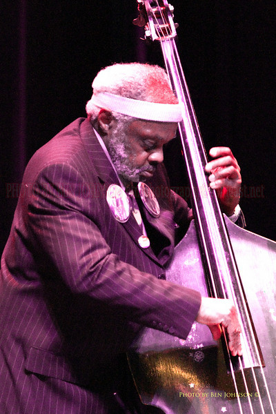 Henry Grimes performing with Rashied Ali<br />  at The Gorddon Theater, Rutgers State College, Camden Campus, Camden, New Jersey February 7, 2000