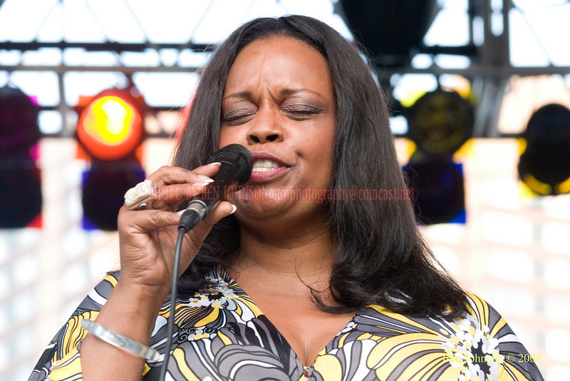 Diane Reeves  Photo - The 29th Annual Detroit International Jazz Festival, Detroit Michigan, August 29-31, 2008