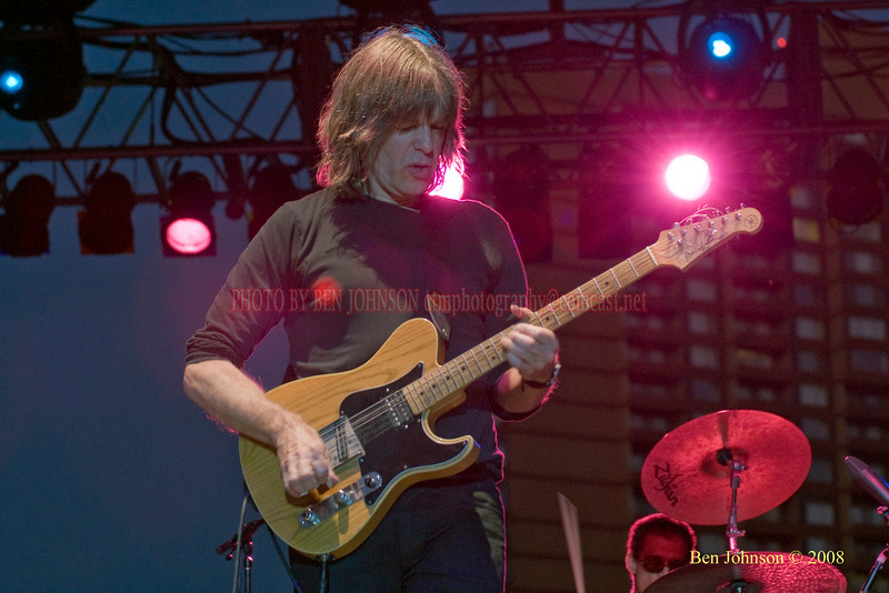 Mike Stern  Photo - The 29th Annual Detroit International Jazz Festival, Detroit Michigan, August 29-31, 2008