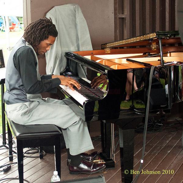 Jason Butler photo - with Mario Abney Performing at The 33rd ANNUAL FREIHOFER'S SARATOGA JAZZ FESTIVAL June 26 - 27, 2010, at The Saratoga Performing Arts Center in Saratoga, NY