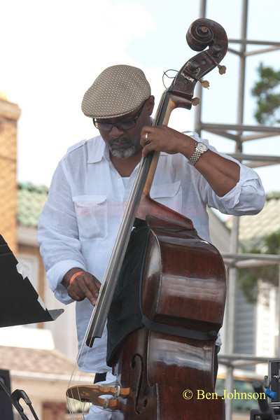 Gerald Cannon photo - performing with Sonny Fortune