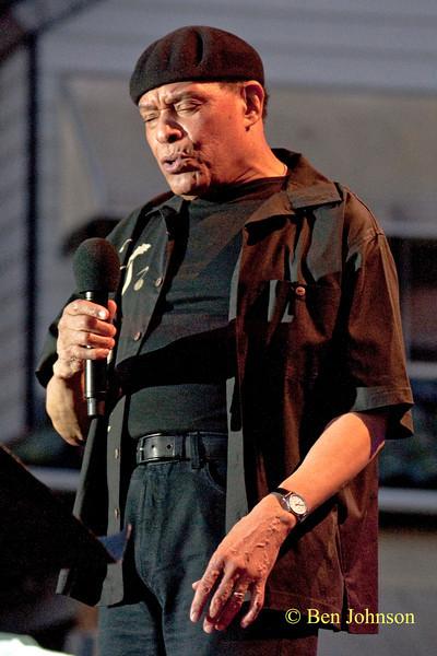 Al Jarreau photo - performing at The 2010 West Oak Lane Jazz Festival