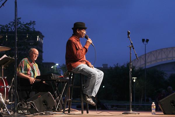 20110407 Bob Henschen Trio @ Da Camera JAM at Discovery Green