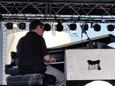 Phenom keyboard player Mike Ledonne.