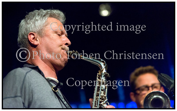 Releasekoncert for det længe ventede debutalbum fra Jesper Zeuthen PLUS med en af Danmarks mest distinkte saxofonister i front. Jesper Zeuthen - altsaxofon,  Adam Pultz Melbye - bas,  Thomas Præstegaard - trommer,  Kasper Tranberg - trompet og  Kristian Tangvik - tuba  ----- <br /> Release Concert for the long-awaited debut album from Jesper Zeuthen PLUS with one of the most distinctive saxophonists in front. Jesper Zeuthen - alto saxophone, Adam Pultz Melbye - bass, Thomas parsonage - drums, Kasper Tranberg - trumpet and Kristian Tangvik - tuba Photo: © Torben Christensen © Copenhagen