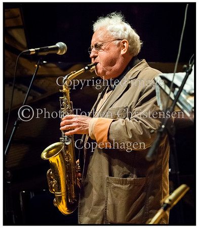 Copenhagen Jazz Festival 2012. Lee Konitz & The Kenny Wrrner Quartet på scenen i Bettý Nansen Teatret torsdag 12. juli 2012. Lee Konitz (altsaxofon), Benjamin Koppel (altsaxofon), Kenny Werner (klaver), Scott Colley (bas), Johnathan Blake (trommer)  <br /> ----- <br /> Copenhagen Jazz Festival 2012. Lee Konitz & The Kenny Werner Quartet on stage at the Betty Nansen Theatre Thursday, July 12, 2012. Lee Konitz (alto saxophone), Benjamin Koppel (alto saxophone), Kenny Werner (piano), Scott Colley (bass), Johnathan Blake (drums) Photo: © Torben Christensen © Copenhagen