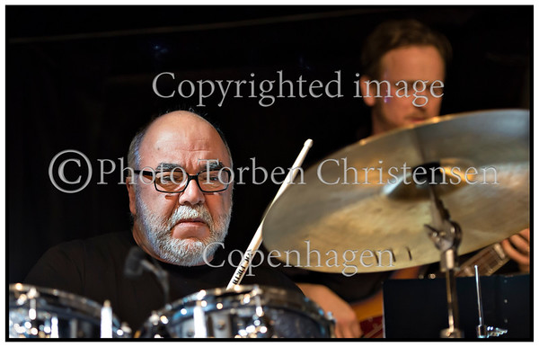 Vinterjazz 2013. Vinterjazz 2013. Tidligere Weather Report-medlem , trommeslageren Peter Erskine & Aarhus Jazz Orchestra på scenen i Jazzhouse fredag 8. februar 2013.  Photo: Torben Christensen @ Copenhagen<br /> ------<br /> Winter Jazz 2013. Previously Weather Report member, drummer Peter Erskine & Aarhus Jazz Orchestra on stage at the Jazz House Friday, February 8, 2013.    Photo: © Torben Christensen © Copenhagen