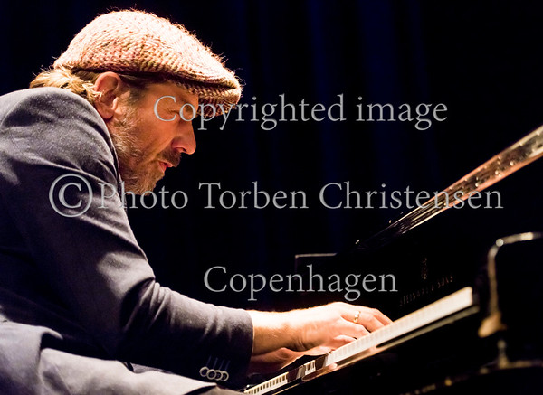 Lennaret Ginman- bas, Carsten Dahl - piano Thomas Blachmann - trommer  med gæst FrederikLundin på sax ved Jazzhouse 25. års jubilæum 8. oktober 2016.  Photo © Torben  Christensen @ Copenhagen