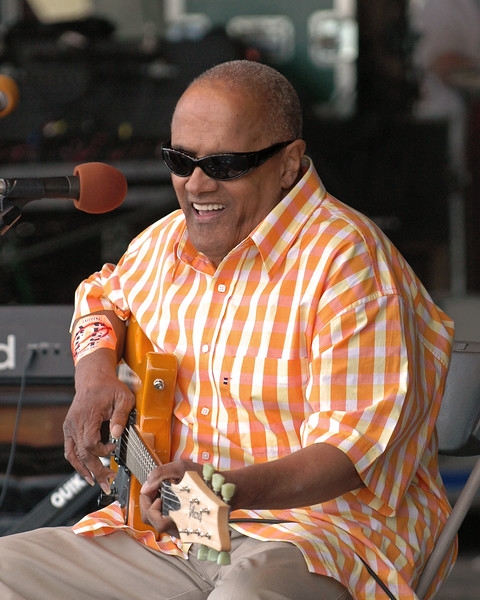 Snooks Eaglin performs at the New Orleans Jazz & Heritage Festival on April 23, 2005.