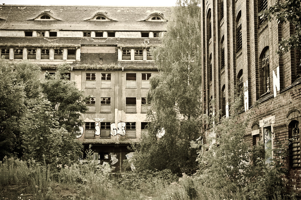 Olbricht Kaserne was under the control of German forces until the end of WWII and subsequent aftermath.  The country was divided by British, American and Soviet government.  The Russian Red Amry took control of the base until the end of the Cold War in 1989.