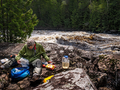 Breadner Falls: Lunch or Death ... the sensible choice!