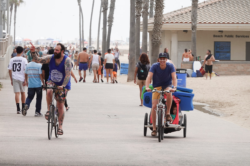 Cruising up the 12 mile bikeway in Huntington Beach which starts down south in Newport Beach