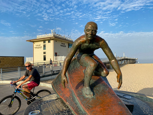 """Surf Statue"""