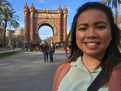 Jennae with the Arc di Triomph of Barcelona