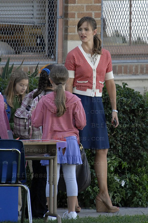 "Non Exclusive. Actress Jennifer Garner during the movie set of ""Valentine's Day"" at the University Hight School in West Los Angeles. (Photo by Michel Boutefeu)"