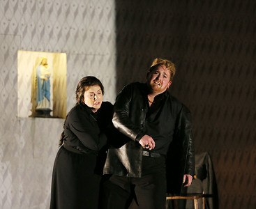 ENO Jenufa Michaela Martens and Nicky Spence (c) Laura Wilde