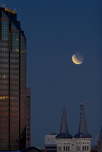 Lunar eclipse as dusk arrives3.3.2007